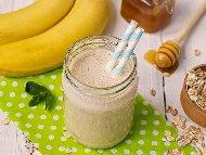 Рецепта Бананово смути с яйце, кисело мляко и мед
